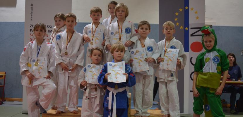 Gruppenfoto nach Siegerehrung